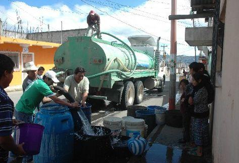 camiones-reparten-agua